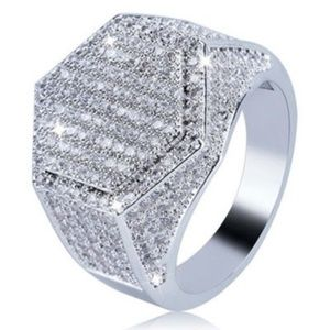 Bling  Band Mens Ring Size 8 1/2